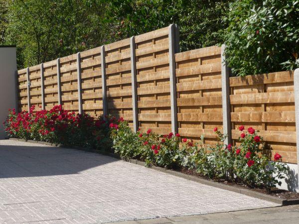 Betonplaten en betonpalen tuinafscheiding tuin exterieur houthandel van mechgelen - Outs allee tuin ...